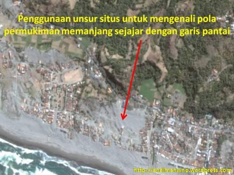 Pola permukiman memanjang sejajar dengan garis pantai.