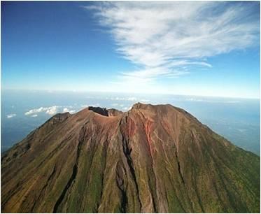 http://andimanwno.files.wordpress.com/2010/06/gunung-agung.jpg